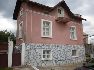 Big rural house with summer kitchen and garage located in a nice village 5 km away from the town of Vratza