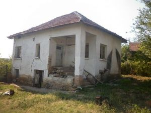 Old rural house with a plot of land situated in a village about 15 km away from the town of Vratsa