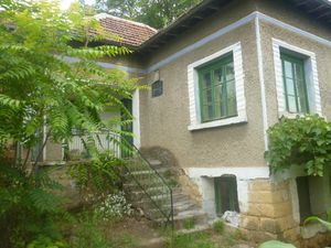 Old rural house with plot of land located in a quiet village