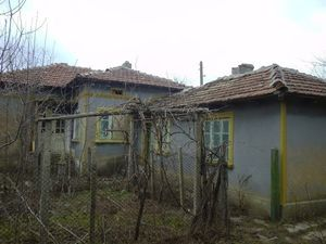 Country house with plot of land 35 km from the Black sea