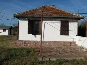 Renovated country house with vast plot of land in quiet area