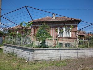 An old rural house with summer kitchen,garage & plot of land