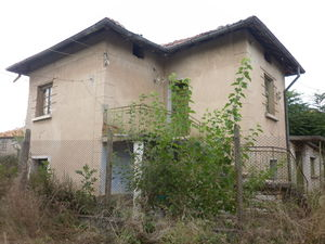 Old rural property with garage and garden in a quiet village