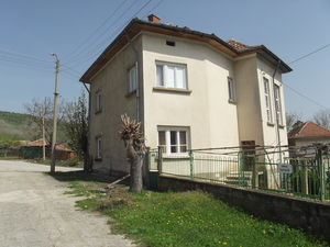 Country house with garden and nice views in a quiet village