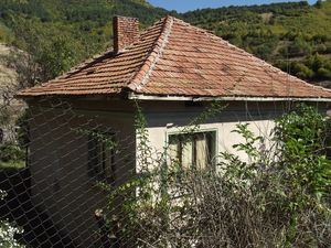 Old country house with plot of land and great mountain views