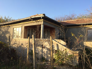 House for renovation with huge yard 5 miles from the sea