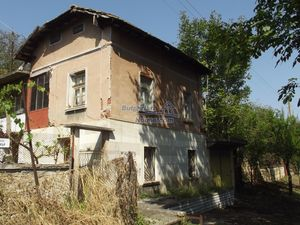 House with 2 garages and 2 water wells, Vratsa