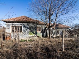 Rural house with big yard near Veliko Tarnovo