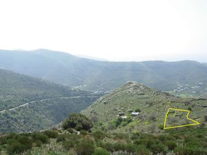 Kea, Cyclades, Greece - Lot for sale with old stone stable