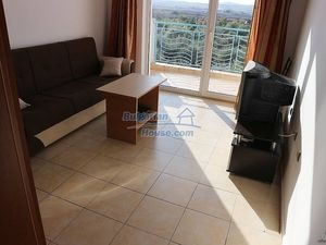 Bright and sunny one bedroom apartment 800 m from the sea