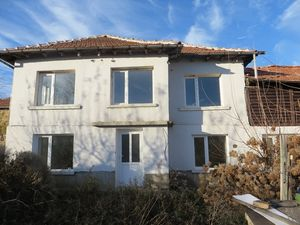 A 3 bedrooms house with good size garden and a large barn.