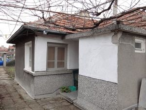 For sale a house with a garden, in Elhovo