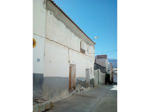 Great village house with new roof & bathroom. FSMN10.