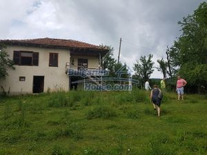 Property 30km from Elena with lovely views 3000 sq.m garden