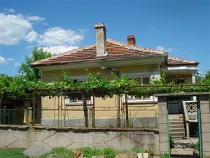 Single-storey house for sale in a village near Elhovo