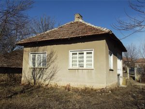 Rural house with annex, garden & good road access in village