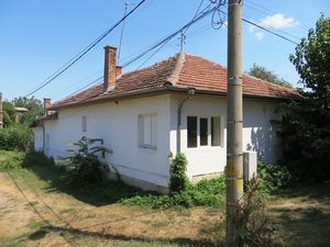 A renovated 2 bedrooms house