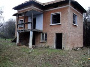 Country house with native architecture 110 km from Sofia, BG