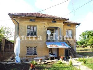 Partly renovated 3-bedroom house in the village of Daskot