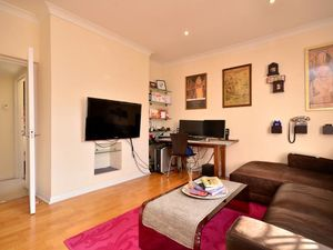 Offering one bedroom flat in Gloucester