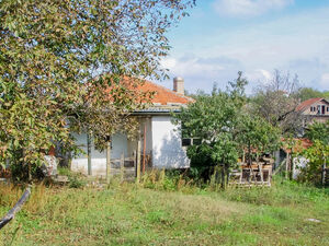 Old House with 3 bedrooms and big garden near Sredets
