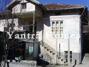 Large house with barns & covered terrace near Suhindol