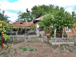 RESERVED Cheap house in hilly area, 5 min from a town