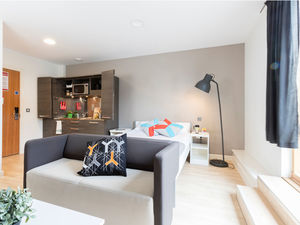 Large Self-Contained Studios in Farringdon, London – Prem 2