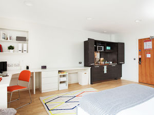 Large Self-Contained Studios in Farringdon, London – Prem 3