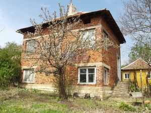 Brick built house for sale 15 km from Vratsa and 120 from So