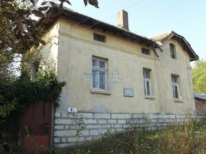 Cheap Bulgarian property with big garden just 15 km from Vra