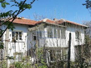 Partly renovated Bulgarian house in a village close to Yambo