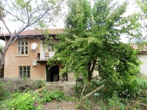 A lovely, traditional 2 bedrooms house with large