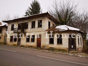 2 authentic Bulgarian houses with a shop and stone wall