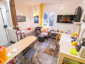 """Beautiful Abbesses"""" / Montmartre. S: 20 m2.75 m from Abbesse"""