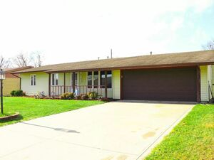 3bedrooms, 2full baths with total 1340 sqft of living spaces