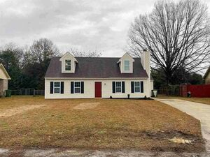 4bedroom & 2Bath home sitting in the Pine Forest subdivision