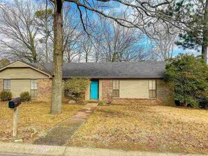 Wonderful one level 3bedroom2bath brick home. Move in Ready!