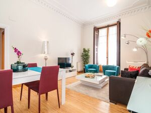 Luxury Apartment in Puerta del Sol, up to 6 guests.