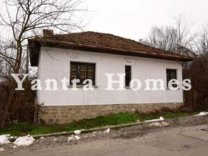 House for renovation in Tserova Koriya, just 15 km from VT