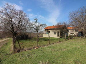 Single storied house near Ruse and Danube river