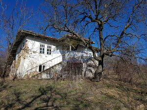 Cheap Bulgarian property with big garden and lovely views