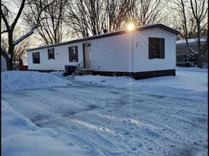 Beautiful 2 bed 2 bath trailer for sale in Forest Lake