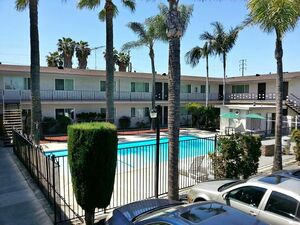 Gorgeous 2 bed 1 bath apartment for rent in Downey