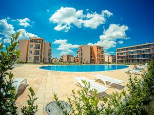 Spacious studio, 39 sq.m. with pool views in Sunny beach