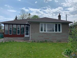 Lovely 3 beds 1 bath house for rent in Toronto