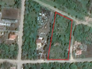 Plot with an old building - 10km to the seaside