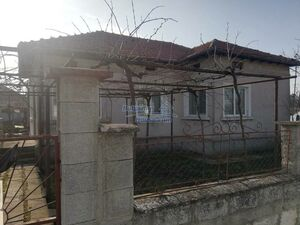 Massive house for sale 35 km from the beach!