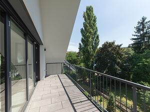 NEWLY BUILT PENTHOUSE APARTMENT, SUNNY, BRIGHT, GOOD SPACE W