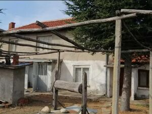 House in livable condition 30min drive to Plovdiv big garden